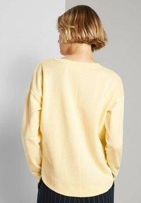 TOM TAILOR DENIM - Sweatshirt - soft yellow - 2