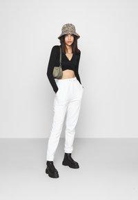 Even&Odd - High Waist Loose Fit Joggers - Pantalon de survêtement - off-white - 1