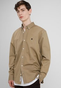 Carhartt WIP - MADISON SHIRT - Shirt - leather/black - 0
