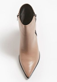 Guess - JAKIRA - Classic ankle boots - beige - 1