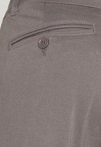 Bruuns Bazaar - DENNIS JOHANSEN PANT - Chinos - grey mist - 6