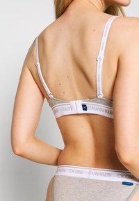Calvin Klein Underwear - ONE LIGHTLY LINED DEMI - Reggiseno push-up - grey heather - 5