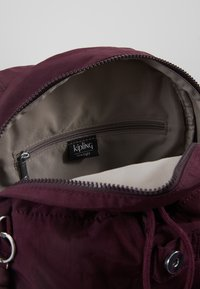 Kipling - CITY PACK S - Reppu - dark plum - 4