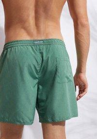 Calzedonia - Swimming shorts - river green - 1