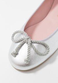 Pretty Ballerinas - AMI   - Ballerines - plata - 2