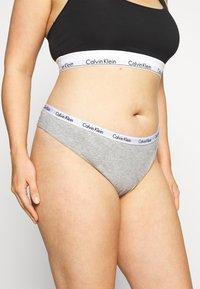 Calvin Klein Underwear - CAROUSEL PLUS SIZE THONG 3 PACK - Thong - black/white/grey heather - 3