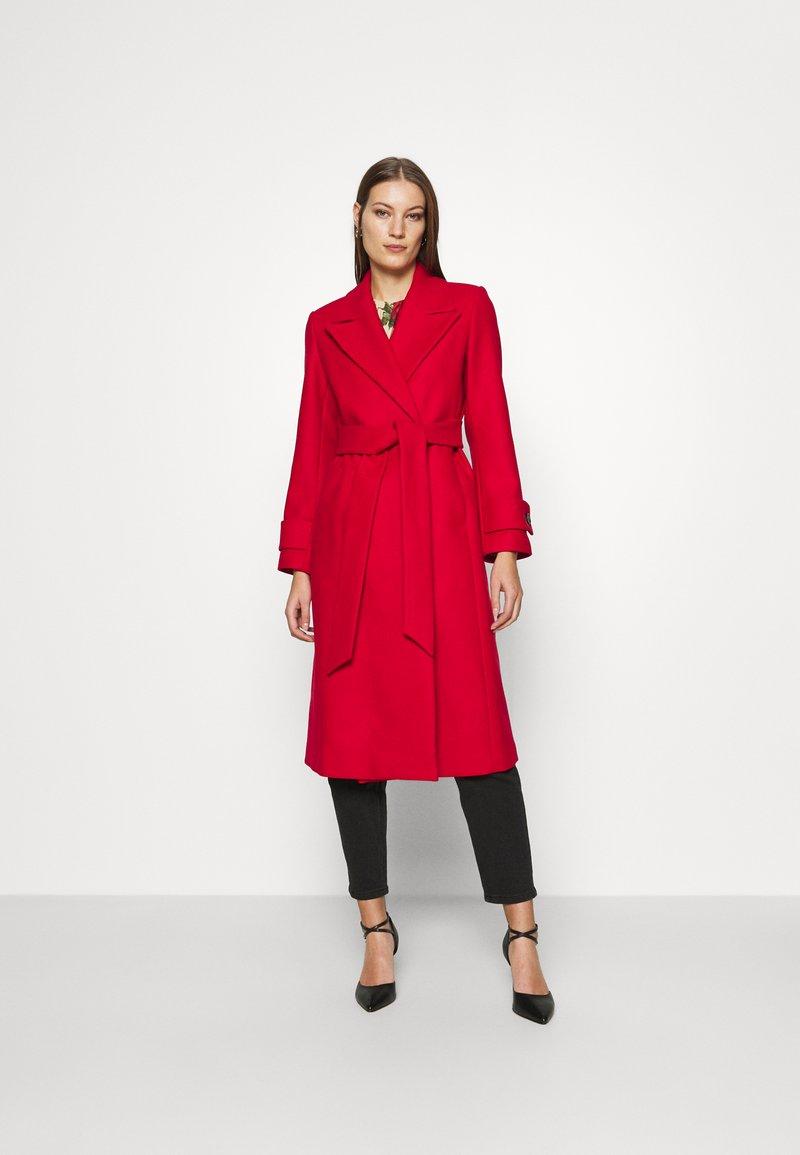 IVY & OAK - BELTED COAT - Classic coat - allure red