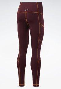 Reebok - MYT CONTRAST STITCH LEGGINGS - Leggings - burgundy - 8