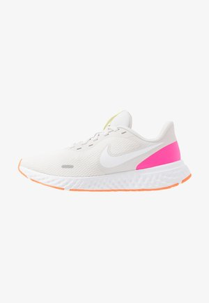 REVOLUTION 5 - Zapatillas de running neutras - platinum tint/white/pink blast/total orange/lemon