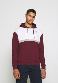 Newport Bay Sailing Club - PANEL HOODIE - Sweatshirt - burgundy/white - 0