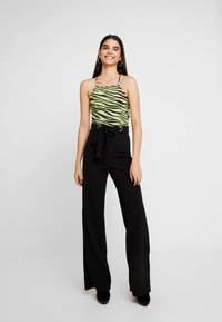Missguided - STRETCH EYELET WIDE LEG TROUSER - Trousers - black - 1