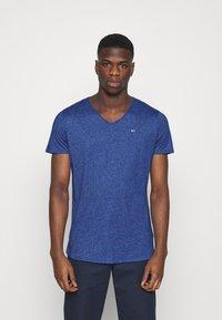 Tommy Jeans - SLIM JASPE V NECK - Jednoduché triko - blue - 0