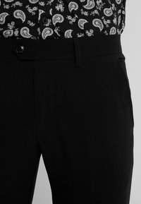 Lindbergh - CLUB PANTS - Bukser - black - 3