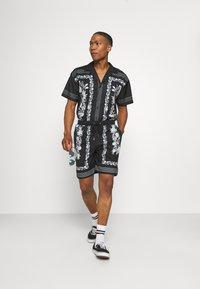 Mennace - BORDER REVERE SHIRT - Shirt - black - 1