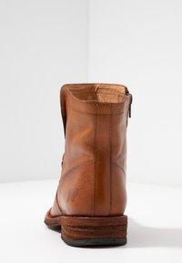 Felmini Wide Fit - GREDO - Korte laarzen - cognac - 5