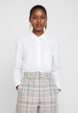 DELLA - Camisa - classic white