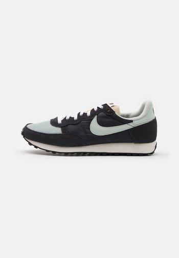 CHALLENGER OG UNISEX - Sneakersy niskie - off noir/light silver/dark smoke grey/white/sail