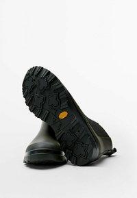 Massimo Dutti - Classic ankle boots - khaki - 4