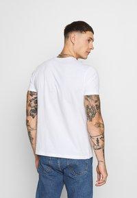Alpha Industries - DEFENSE T - Print T-shirt - white - 2