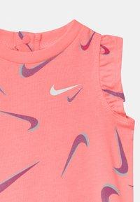 Nike Sportswear - Jumpsuit - sunset pulse - 2