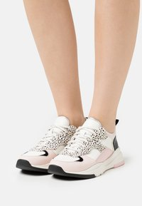 Ted Baker - IZSLA - Trainers - white/pink - 0