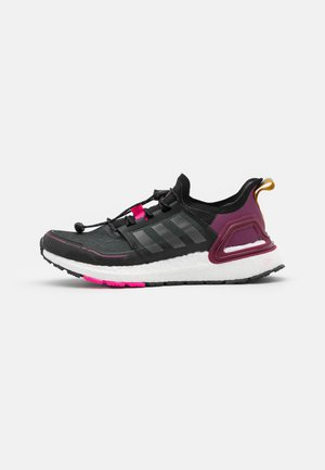 ULTRABOOST COLD.RDY PRIMEKNIT RUNNING SHOES - Laufschuh Neutral - core black/iron metallic/power berry