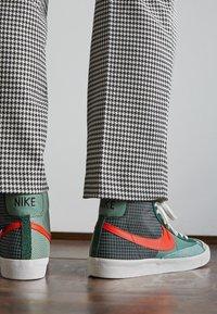 Nike Sportswear - BLAZER MID '77 PATCH - High-top trainers - dutch green/orange/galactic jade - 2
