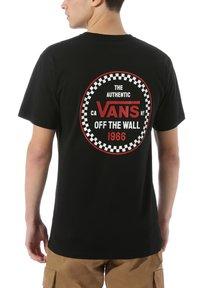Vans - CHECKER 66  - Print T-shirt - black - 1
