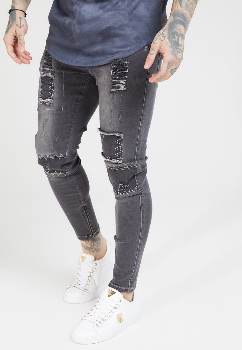 SIKSILK - PATCH - Vaqueros pitillo - washed black