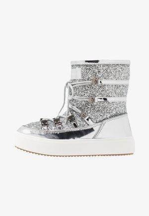 Šněrovací kotníkové boty - silver