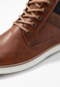 Pier One - Sneakers hoog - cognac - 5