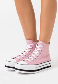 Converse - CHUCK TAYLOR ALL STAR PLATFORM LAYER - High-top trainers - lotus pink/white/black - 0