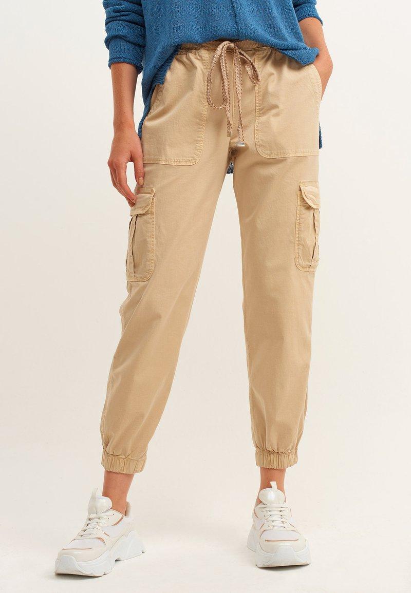 OXXO - Cargo trousers - antik pecan