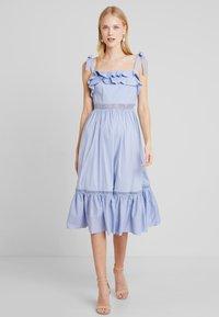 By Malina - JEANNI DRESS - Hverdagskjoler - ocean blue - 0