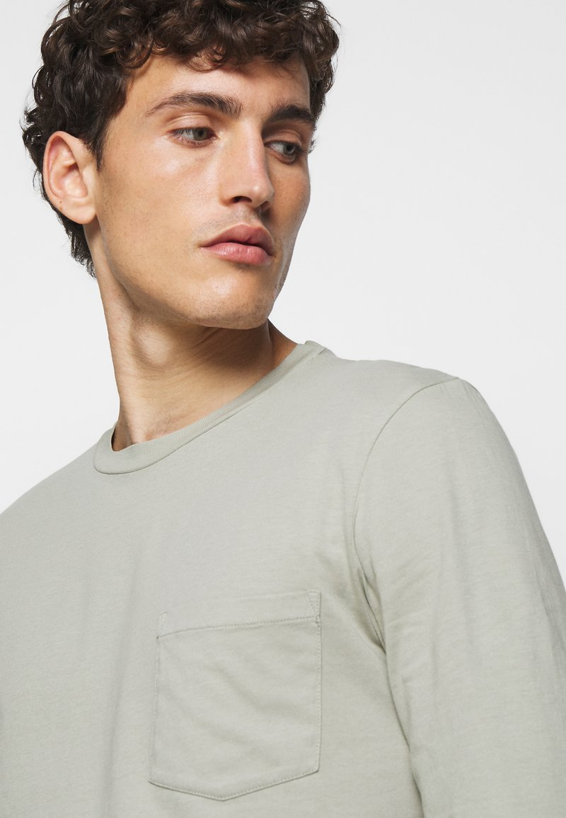 Club Monaco WILLIAMS TEE - Langarmshirt - field sage/grün zoX44A