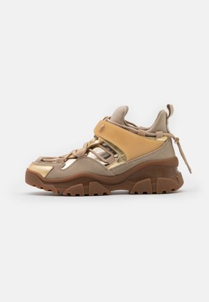 LOVE TREK - Joggesko - beige/oro