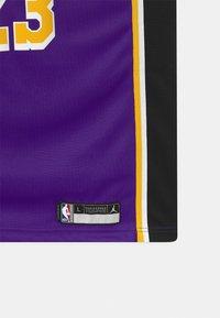 Nike Performance - NBA LA LAKERS LEBRON JAMES BOYS SWINGMAN UNISEX - Fanartikel - court purple - 3
