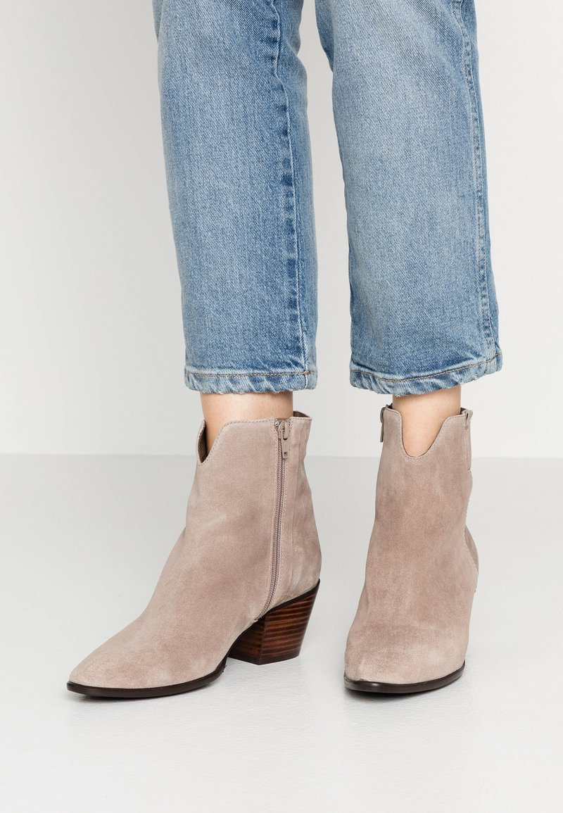 Pedro Miralles - Classic ankle boots - babysilk stone