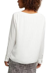 Esprit Collection - MIT KELCH-AUSSCHNITT - Blouse - off white - 4