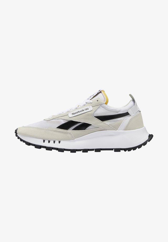 CLASSIC LEGACY UNISEX - Sneakersy niskie - ftwr white/core black/acid yellow