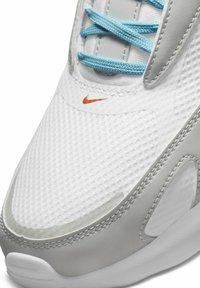 Nike Sportswear - MAX BOLT - Sneakers - white/photon dust/turf orange/black - 6