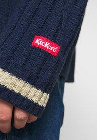 Kickers Classics - WIDE - Svetr - navy/ beige - 5