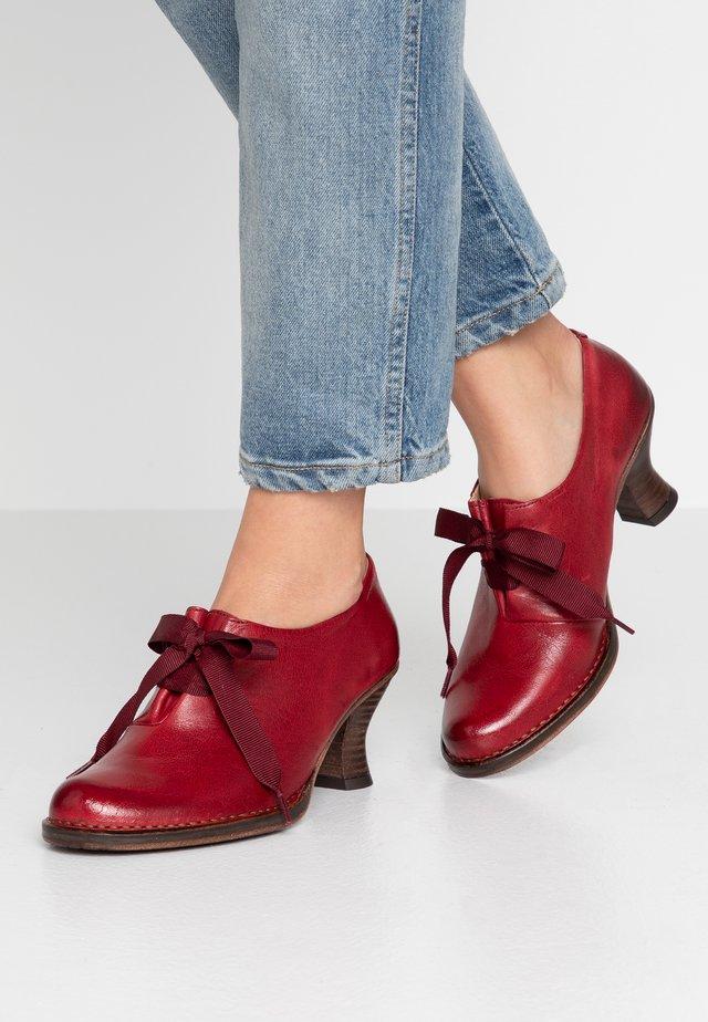 ROCOCO - Ankle boots - dakota carmin