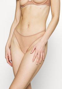 Agent Provocateur - LUCKY BRAZILIAN THONG - String - cacao - 0