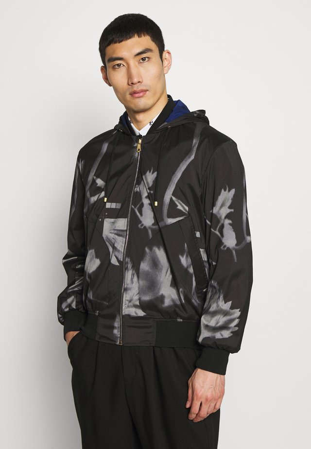 GENTS HOODED JACKET ALLOVER PRINT - Veste légère - black
