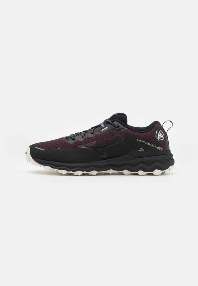 WAVE DAICHI 6 GTX - Chaussures de running - fudge/platinum gold/black