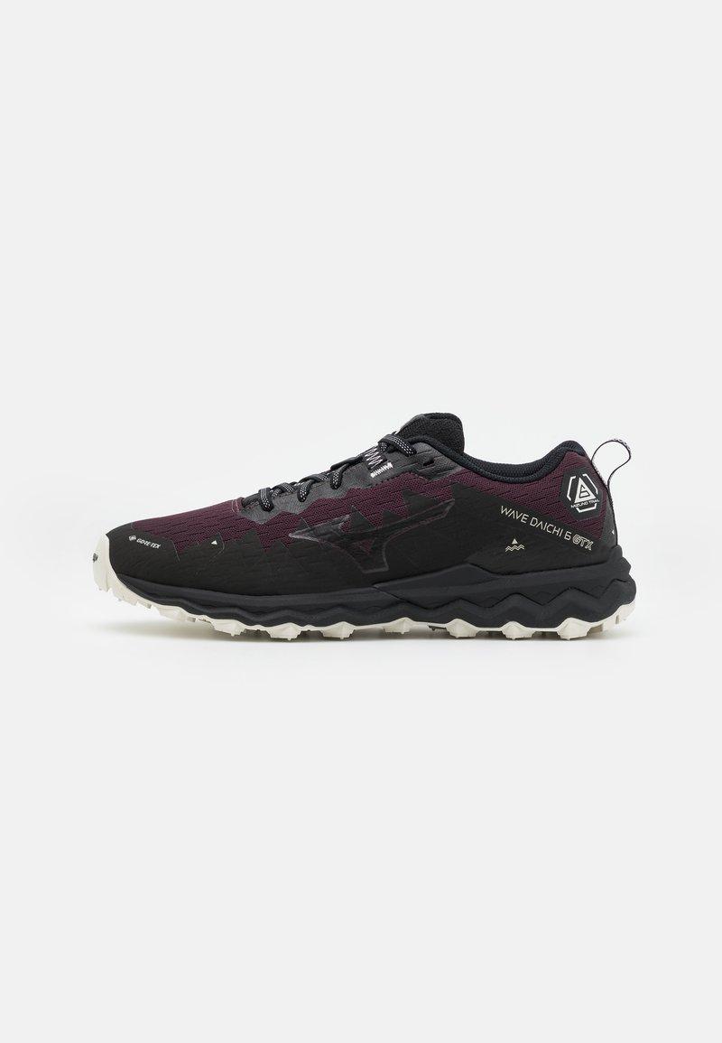 Mizuno - WAVE DAICHI 6 GTX - Zapatillas de trail running - fudge/platinum gold/black