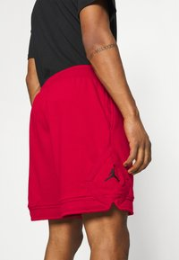 Jordan - JUMPMAN DIAMOND - Shorts - gym red - 3