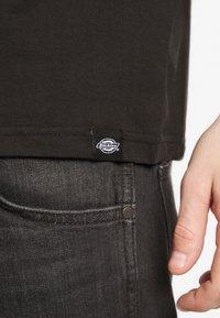 Dickies - V-NECK PACK 3 - Basic T-shirt - black/grey/white - 5