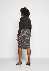 CAPSULE by Simply Be - LEOPARD PRINT MIDI TUBE SKIRT - Pencil skirt - black/grey - 2